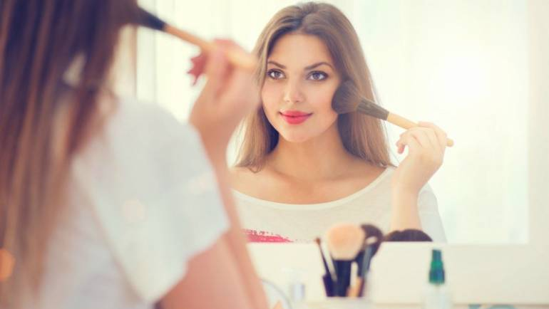 7 Makeup Tips for Round Face